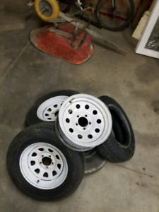 """4 15"""" trailer rims with one tire"""