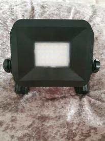luceco slimline rechargeable usb work light