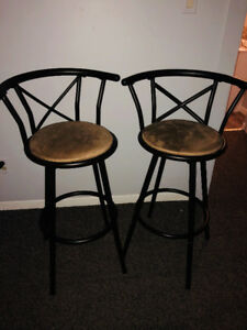 2 Bar Stools that swivel - In great condition