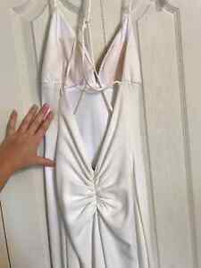 WHITE BACKLESS PROM DRESS Peterborough Peterborough Area image 3