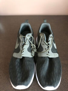 Men's Nike Running Shoes - Brand New - Size 11