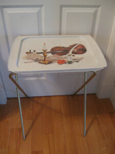 OLD VINTAGE METAL TV-SNACK-TRAY COLLECTIBLE from the '60's