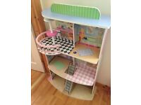 Large wooden doll house Free!Need gone tonight!