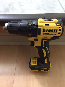 DeWALT Brushless Drill / Driver 20v MAX **NEW**