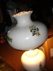 ANTIQUE CERAMIC TABLE LAMP