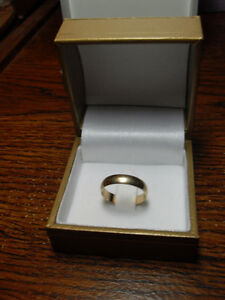 "10kt Yellow Gold 3mm ""Wedding Band"" - Size 5"