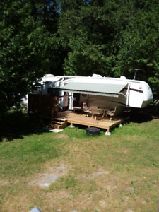 Fifth wheel, Trailer. 38'w 4 slide outs