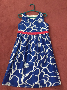 2 beautiful dresses Girl (Size 7) ONLY 4$