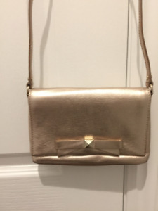 Kate Spade – Rose gold leather cross body