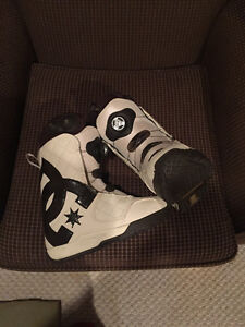 New Ladies size 8.5 Brown and White DC Snowboard Boots