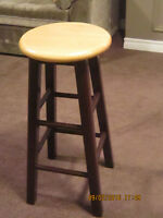 4 wooden bar stools