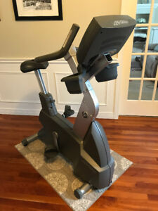 Life Fitness 95ci Upright Commercial Exercise Bike