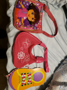 Free 2 purses and a fine motor shoe lacing activity.
