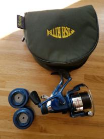 Avanti carp reel plus extra spools and reel bag