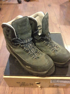 Solomon Mountaineering Boots Size 12.5