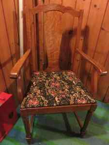 ANTIQUE OAK DINNING ROOM CHAIR PROFESSIONALLY REFINISHED