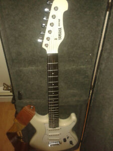 Yamaha SE112 electric guitar and Crate amplifier
