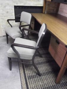 2 chaises vintage de bureau...livraison gratuite possible