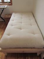Lit simple fait à la main - hand-made wooden single bed