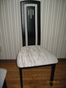 Modern Kitchen Table and Hutch, Chairs Set for Sale $650.00 Belleville Belleville Area image 6