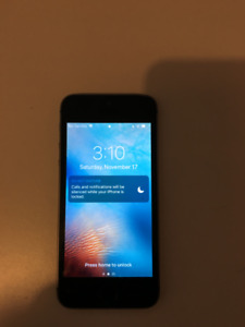 Iphone 5s Great condition Black and White