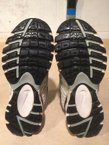 Women's Nike Impact Support Running Shoes Size 8 London Ontario image 3