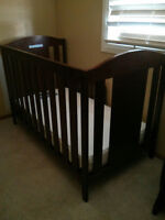 South shore crib with mattress and delta glider with ottoman