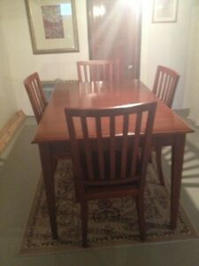 Ethan Allen Dining Table with 4 Matching Chairs