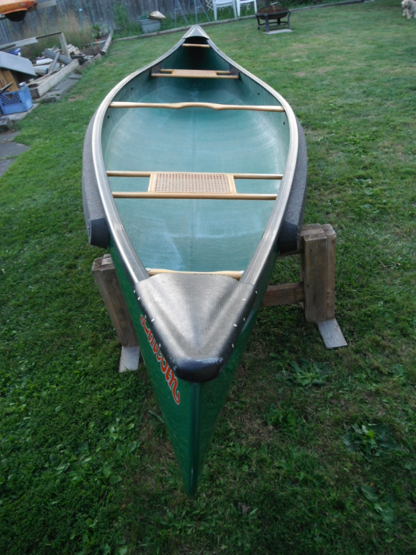 Near Mint 14ft Lincoln 41'' Wide Beam Canoe + Accessories