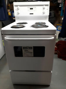 Stove (White) 24 inch. ELEMENT FRIGIDAIRE. Never Used.