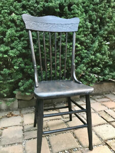 ANTIQUE SOLID CANADIAN PINE PRESS BACK CHAIR