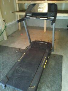 TreadMill - Gold's Gym Trainer 430i machine