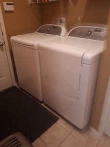 MINT - Whirlpool Washer/Dryer