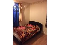 Double and twin room in canning town for female