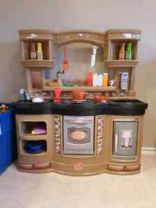 Kid's kitchen with pieces shown