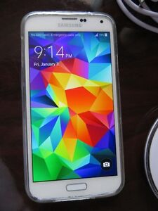 Unlocked White Samsung S5 with wireless charging pad