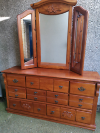 Stunning chest of drawers with triple mirror, local delivery possible