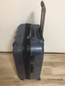 TRAVELPRO BLUE HARD SHELL SUITCASE with 4 WHEELS