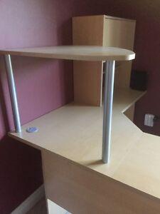 Corner desk.  Cambridge Kitchener Area image 2
