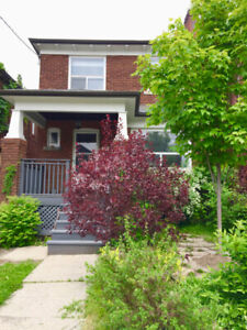 Great Deal on a 3 Bdrm Home in St. Clair W/Oakwood Village!