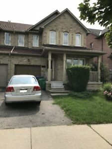**** Semi Detached (Link) House For Rent In Mississauga ****