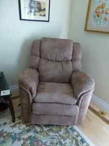 Lazy Boy Recliner / Fauteuil inclinable Lazy Boy