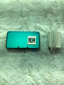 Nintendo 3DS Aqua Blue w/ Charger and Game