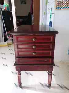 End table with 4 tv trays