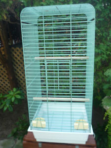 VERY STRONG PARROT CAGE / CAGE A PERROQUET TRES SOLIDE