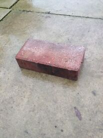 >>>>WANTING TO BUY 100 red paving blocks <<<<