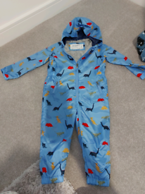 Boys puddle suit size 3-4 yrs