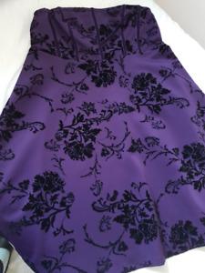 Élégante robe satin/velours état NEUF + accessoires!