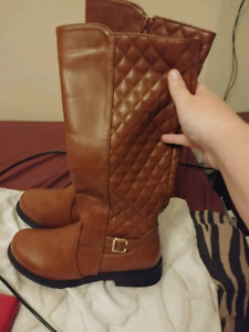 Size 8 womans fall boots