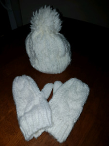 Little girls hat and mitts